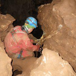 Cueva de los chorros por la CM-002 (sector Espeleuka)